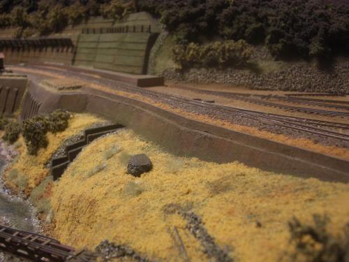 鉄道模型 保津峡  ローカル線  鉄柵