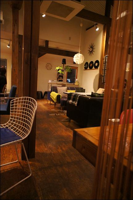 roomcafe02.jpg