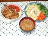 10/6 夕食 鶏手羽先のハーブ焼き、ゆで野菜のカマンベールチーズフォンデュ、エノキと油麩の味噌汁