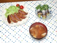11/13 夕食 餃子、スモークさんまのカイワレ巻、豚汁