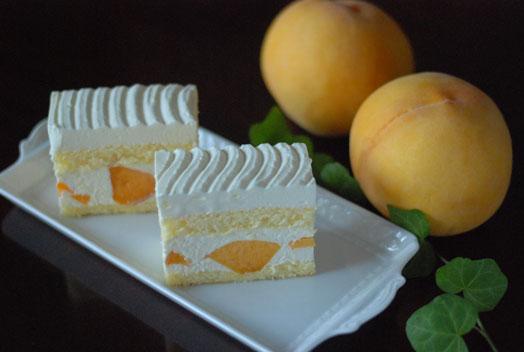 黄桃ショートケーキ
