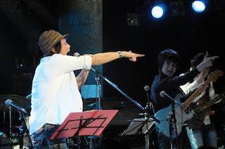 ギターの田川伸治さんもやってた