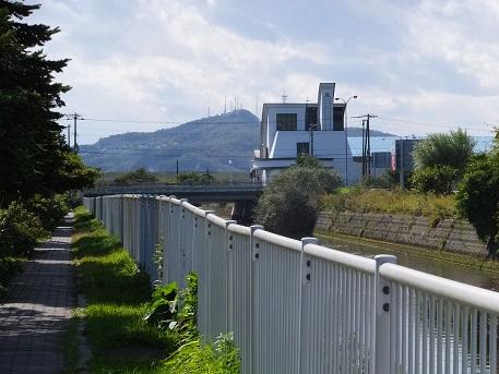 3測量山と汚水処理場
