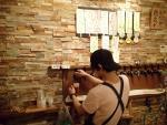 壁一面のビールサーバー(笑)(2013/10/6高円寺麦酒工房)