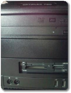 DELLパソコンにメモリーカードリーダーが付いてた