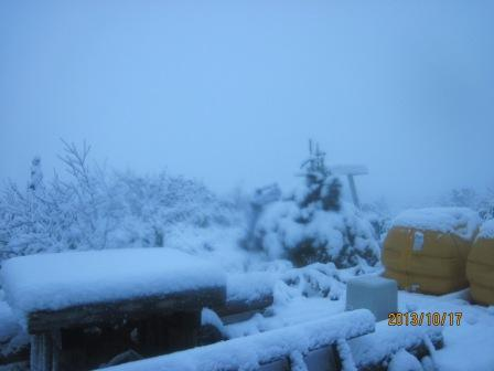 H25 10 17 初雪の大辻山方向 (2)