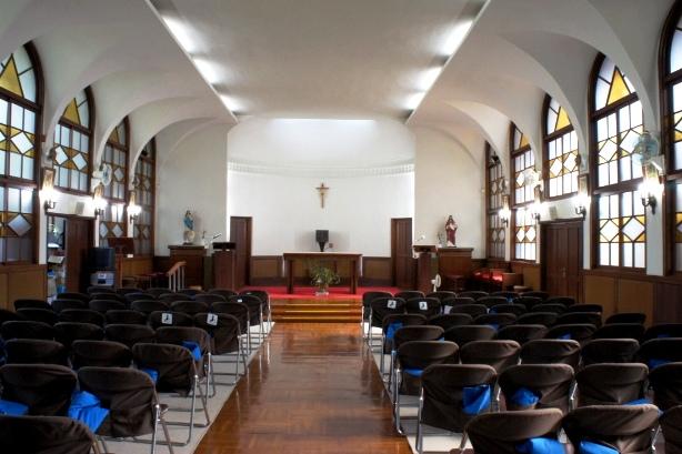 喜多見教会② お御堂①
