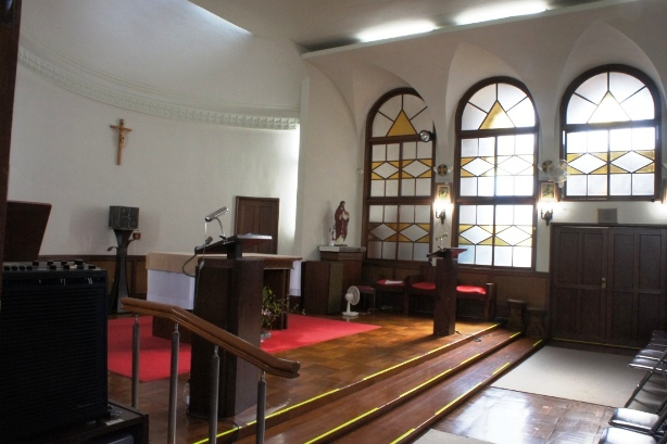 喜多見教会② お御堂祭壇②