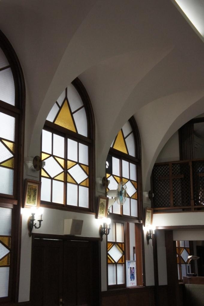 喜多見教会② お御堂窓②