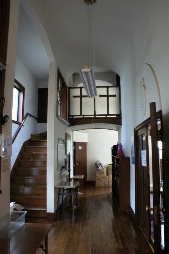喜多見教会② 二階入り口