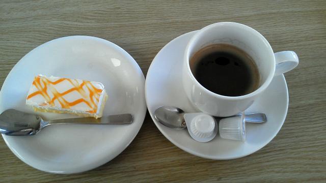 マンゴーケーキとエスプレッソ
