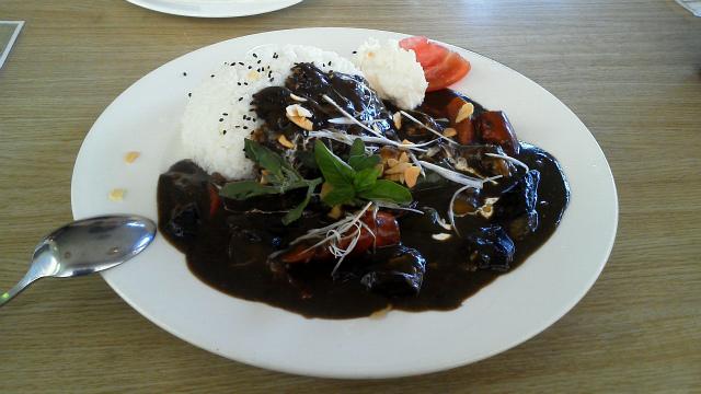 夏野菜たっぷり黒ゴマカレーライス
