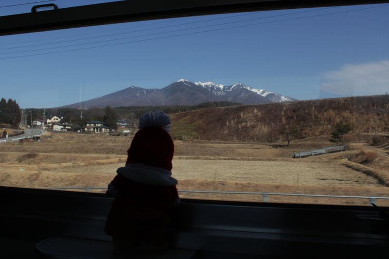 中央本線下り・小淵沢付近・車窓から八ヶ岳を望む