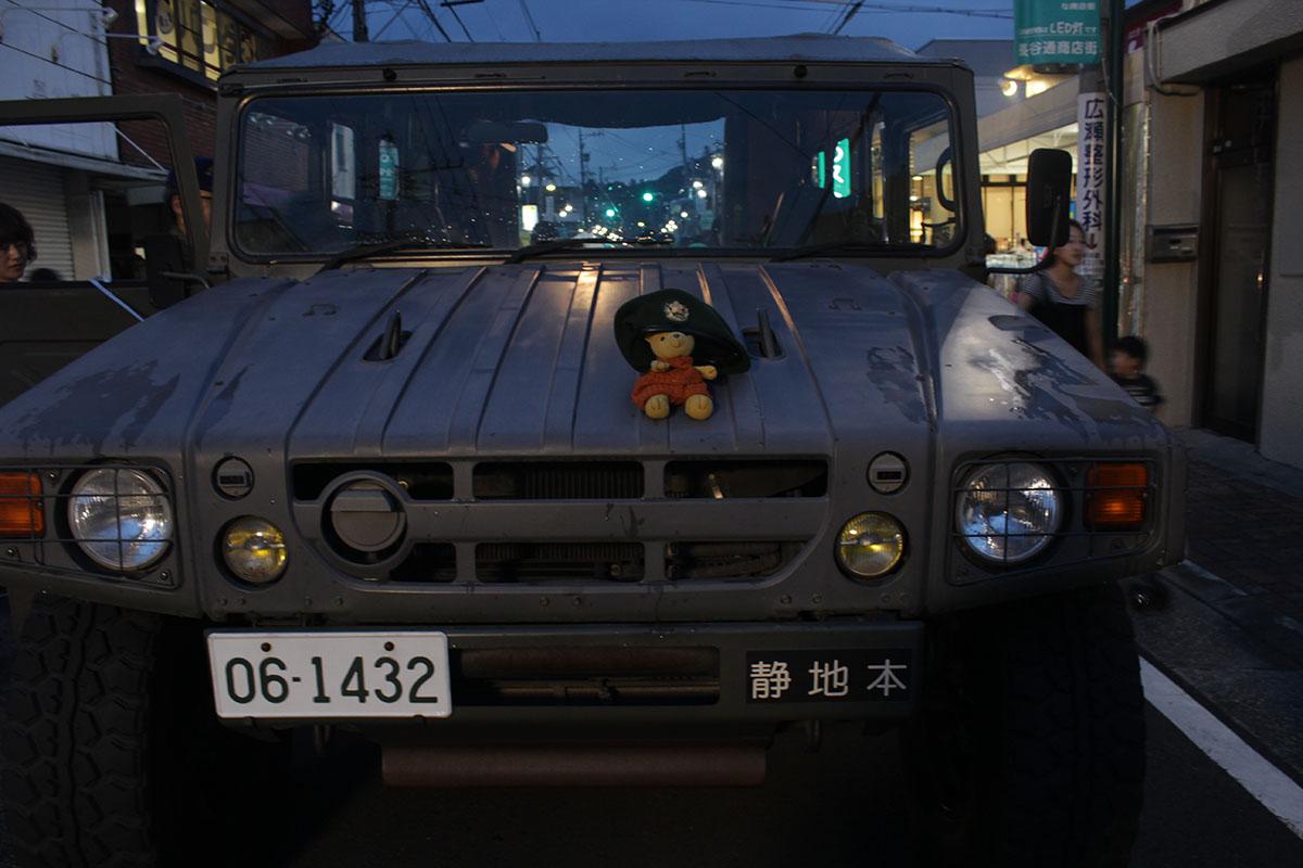 長谷通り夏祭り 自衛隊の車で 130726