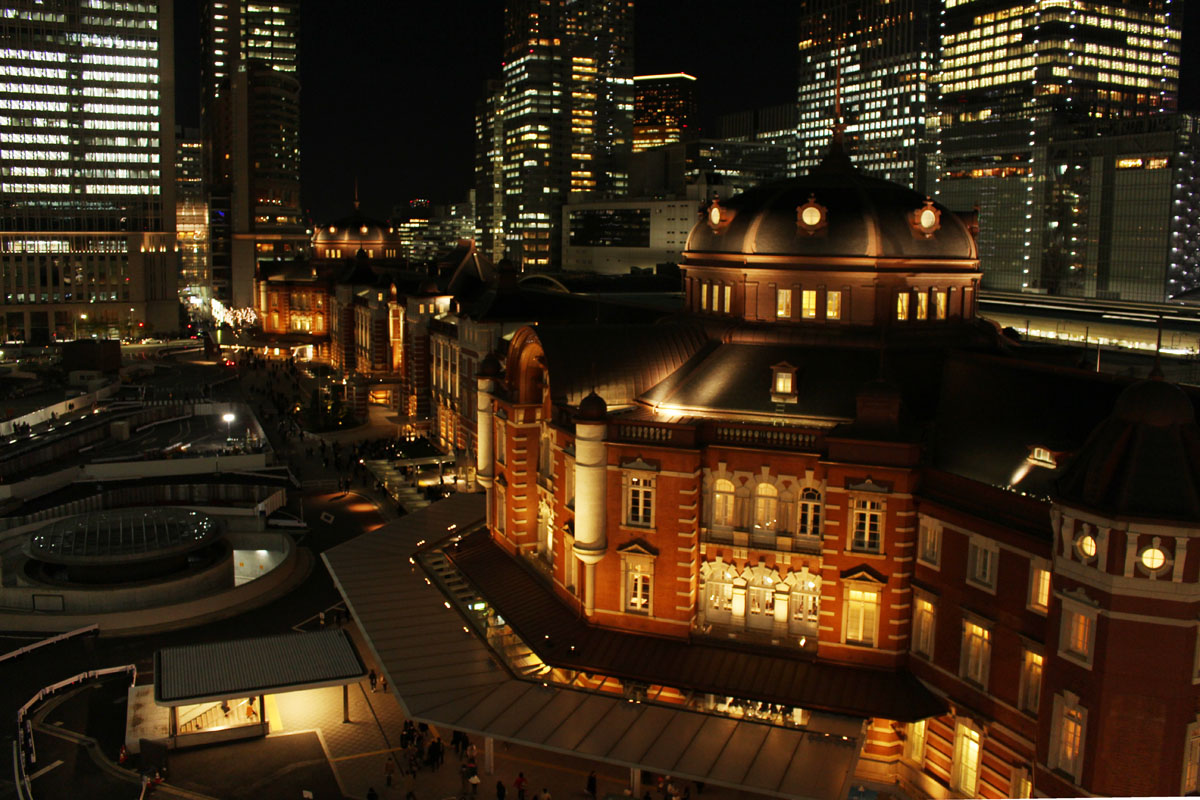 東京駅 18:40 KITTE 屋上から
