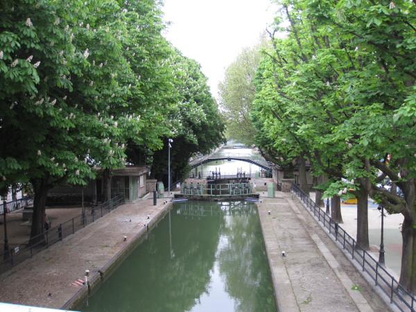 太鼓橋から見た運河