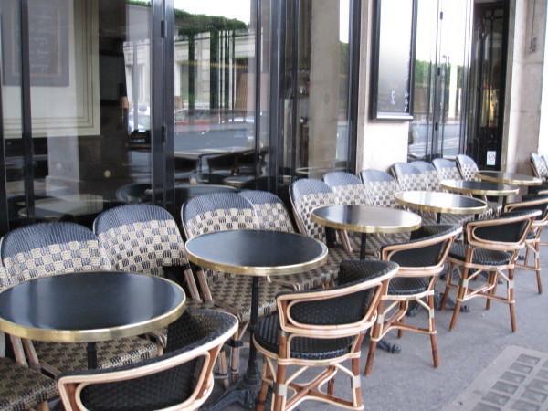 開店前のカフェ