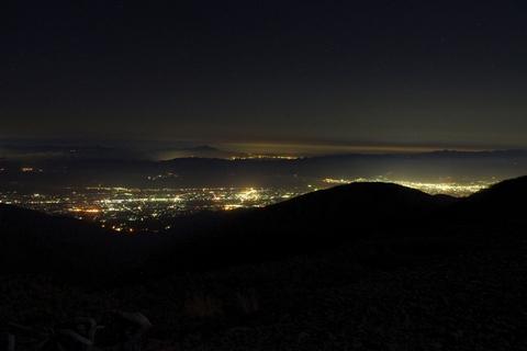 闇に浮かぶ松本盆地