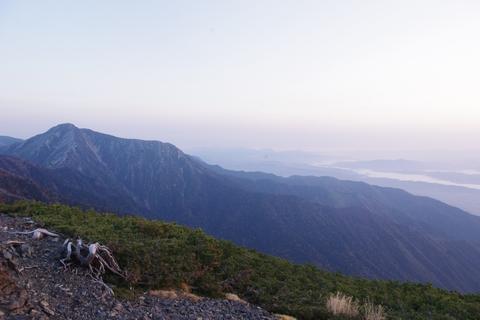 常念岳と川霧