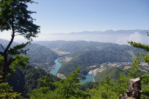 京ヶ倉頂上より南西を望む