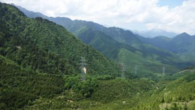 送電線の谷