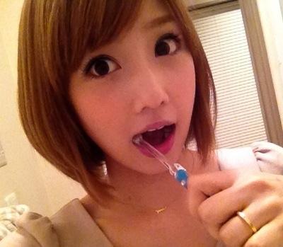 小倉優子のデンタルケア画像
