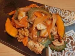 鶏むね肉とゴーヤのキムチ炒め