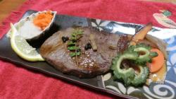 牛肉のステーキとゴーヤ炒め