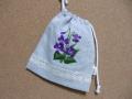 刺繍入巾着(紫の花)1