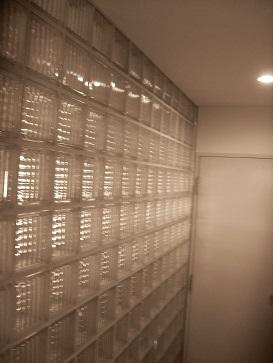 玄関ガラス壁