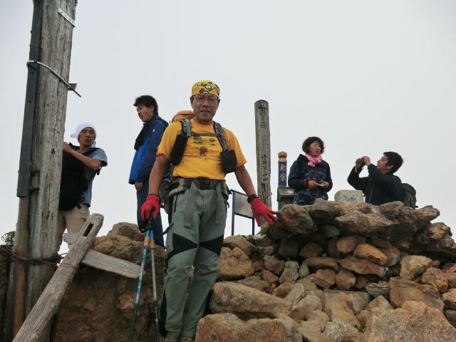 046、赤岳山頂にて