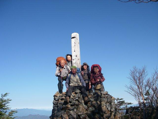 05 甲武信岳山頂にてA