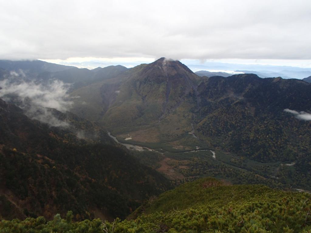 17六百山から見た焼岳