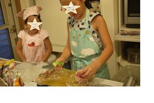 130914 お料理中の娘達resize