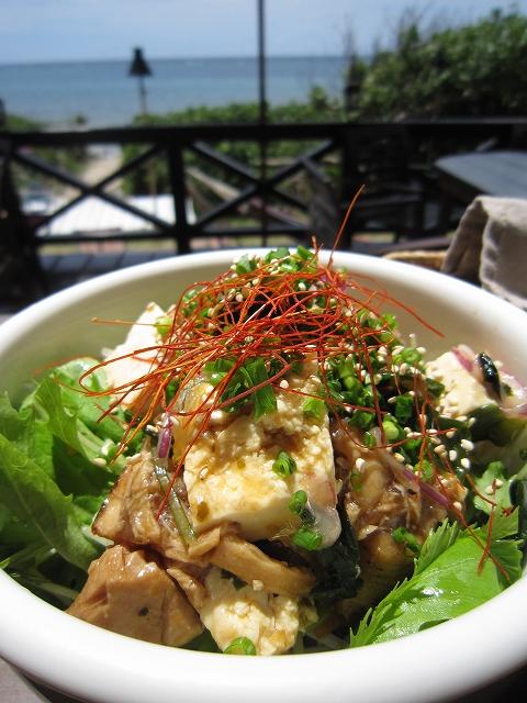 炙りマグロと島豆腐のポキどんぶり