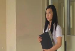 教室に入ってきた新任教師・和泉夏子