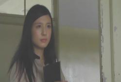 教室に入っていく新任教師・夏子