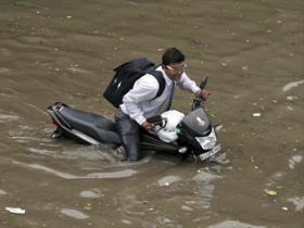 252519indianfloodsforce15000toevacuate.jpg