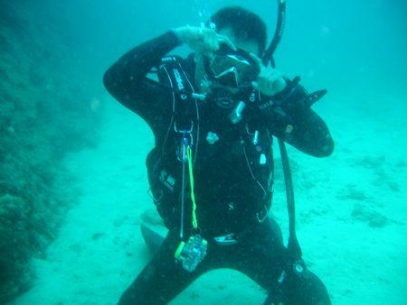 沖縄那覇市港人気オススメの潜水初心者シニアダイビング教室スクール