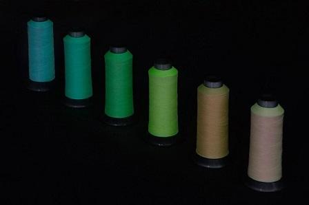 暗闇で光る糸蓄光糸えお商品製品開発する会社企業