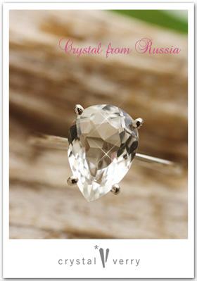 水晶のしずく型指輪
