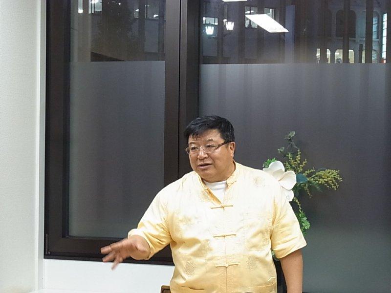 ⑥講演中の孔健氏RIMG50612