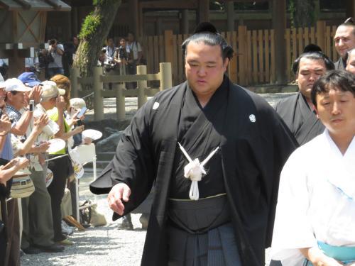 熱田神宮奉納土俵入りの稀勢の里関