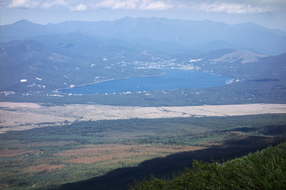 富士山五合目から山中湖を望む