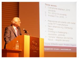 プリンテッド・エレクトロニクス・アジアで講演する英IDTechExのハロップ会長