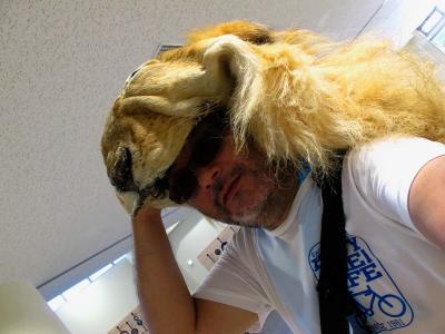 2013/7/18日本平動物園:ライオンかぶって自分撮り