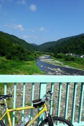 2013/08/18藁科川ポタリング_富厚里橋(だったかな?)から上流をのぞむ