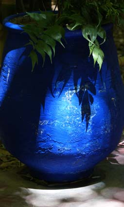 201308 Majorelle Blue Pot DSC04147