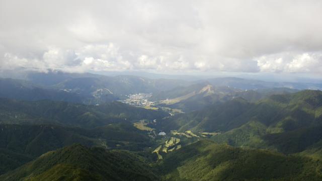 山頂から湯沢方面