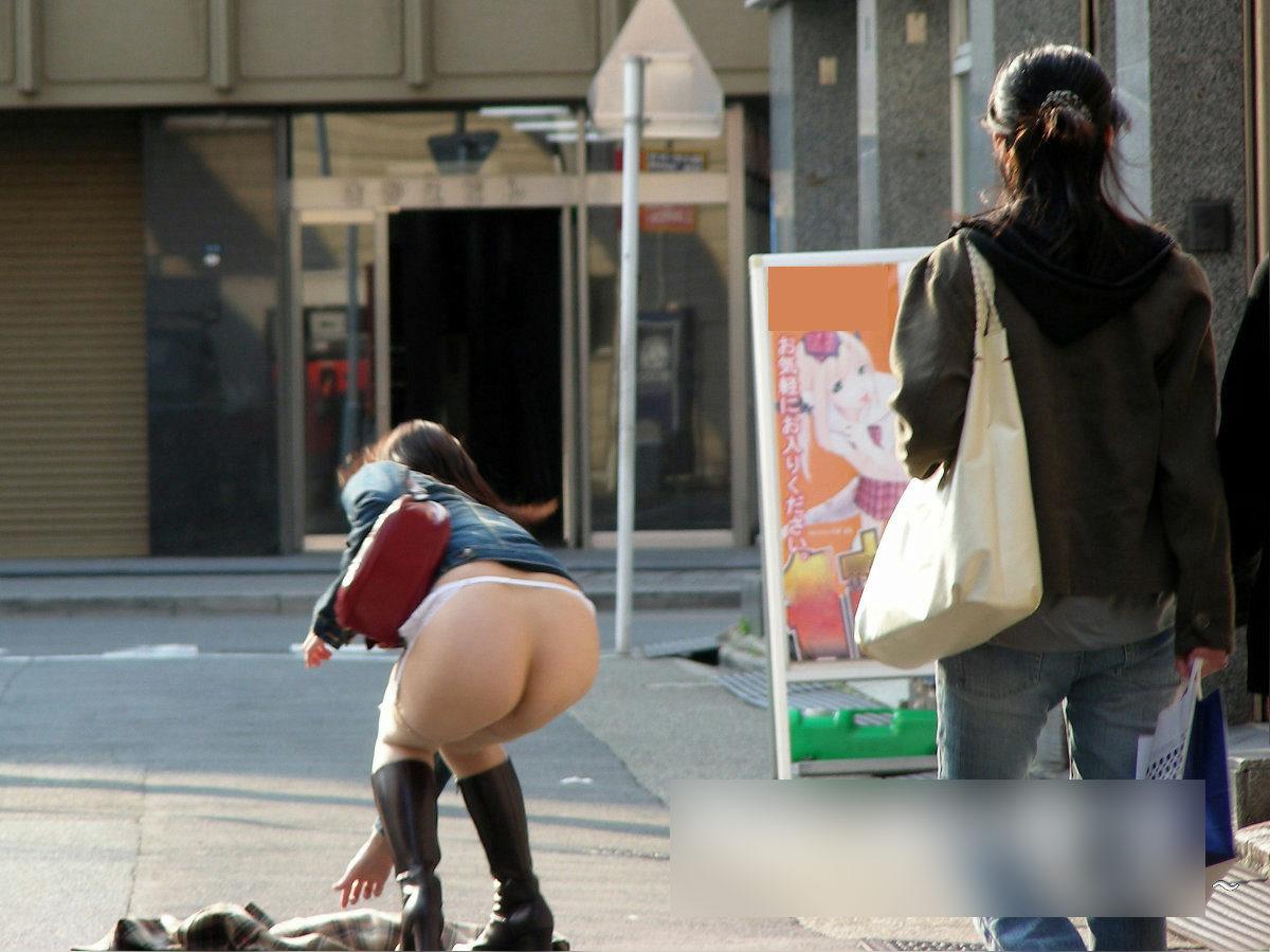 女「暑いわぁ…脱いじゃおうかしら…」 静岡駅前でいきなり服を脱ぎ捨て下着姿になった女を逮捕 [無断転載禁止]©2ch.net [399583221]YouTube動画>2本 ->画像>125枚